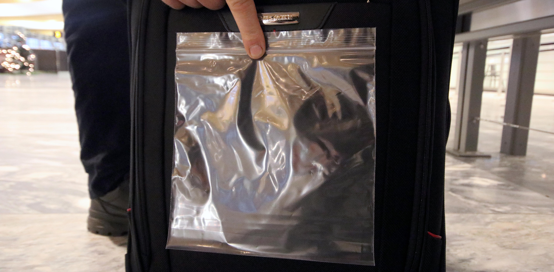 b8e34a82 Regler for flytende væske i håndbagasjen